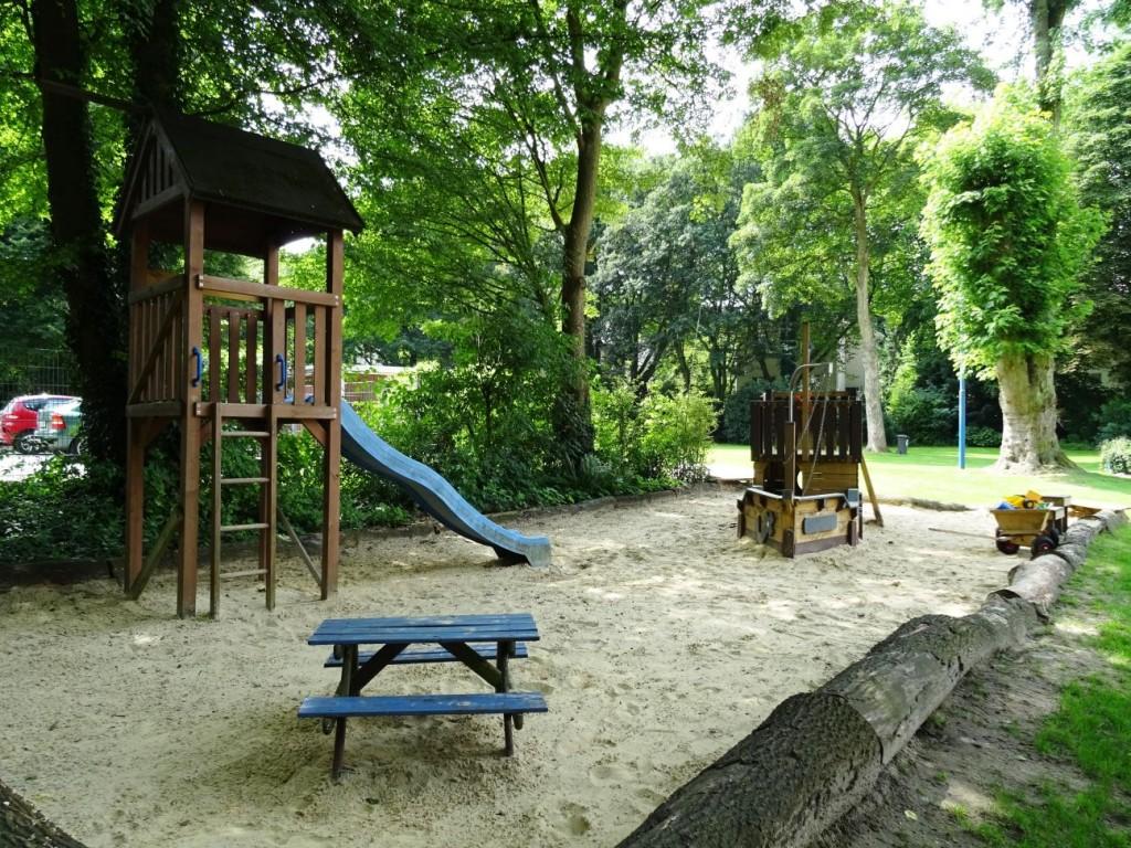 Kleinkinderspielplatz  1
